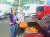 Терцентр соціального обслуговвання допомагає літнім людям заготовити овочі на зиму