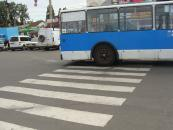 Вчора дві вінничанки потрапили під колеса громадського транспорту: одну збив тролейбус, іншу - автобус