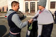 Як у Вінниці ДАІшники вітали водіїв із Днем захисника України