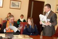 Відомий американський філателіст з українським корінням Олександр Балабан привіз до Вінниці першу частину своєї колекції марок