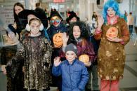 Вінницькі дітлахи відзначили Хелловін, роздаючи цукерки за посмішки