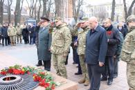 Фоторепортаж з покладання квітів до Дня Збройних Сил України