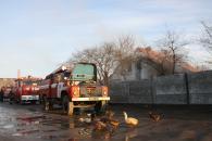В Гнівані із палаючого будинку врятували матір та однорічну дитину