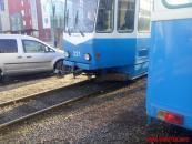 """Вчора на вулиці Пирогова """"Таврія"""" не пропустила трамвай та """"влетіла"""" в стовп"""