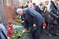 Фоторепортаж з покладання квітів з нагоди Дня вшанування учасників бойових дій на території інших держав