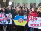 У Вінницькому гуманітарно-педагогічному коледжі організували студентський флешмоб «Голуб миру»