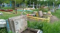 У Гайсині п'яний дебошир вночі вчинив погром на кладовищі - понівечив майже 40 могил