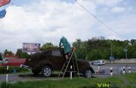 """У Вінниці реставрують клумбу у вигляді ретро-авто. """"Квітковий автомобіль"""" має зацвісти до Дня Європи"""