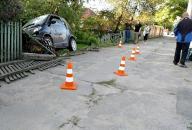 """Вчора на вул. Пирогова """"Smart"""" """"зніс"""" паркан. Є постраждалі"""