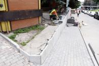 У Вінниці триває ремонт підпірної стінки по вулиці Оводова та облаштовування біля неї пандус