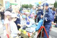 Біля Будинку Офіцерів рятувальники та льотчики влаштували дітям святкову програму до Дня захисту дітей
