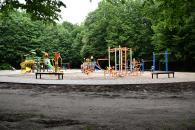 На Тяжилові та у Лісопарку встановлюють дитячі і спортивні майданчики