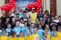 """До Дня народження гурту """"ТіК"""" 200 маленьких вінничан влаштували святковий флешмоб"""