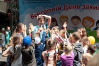 """У День захисту дітей біля ККЗ """"Райдуга"""" влаштували свято для вінницької малечі"""