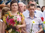 Фоторепортаж з покладання квітів до Дня скорботи та вшанування пам'яті жертв війни в Україні