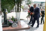 """На Вінниччині відкрили пам'ятну дошку українському і польському поету, автору пісні """"Гей, соколи!"""" Тимку Падурі"""