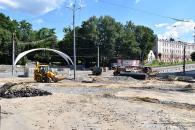 На площі Гагаріна ремонтники закінчують зливову каналізацію та прокладають «оксамитовий шлях»