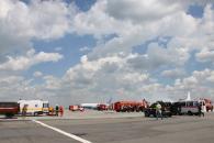 """Вінницькі рятувальники гасили умовно палаючий літак в аеропорту """"Вінниця"""""""