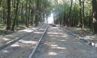 До дитячо-спортивного майданчика у Лісопарку будують пішохідну та велосипедні доріжки