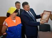 Сергій Моргунов відзначив працівницю ЖЕКу «Уют», яка допомогла затримати крадія