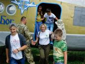 Діти загиблих захисників Донецького летовища та учасників АТО відпочивають в парашутно-десантній школі