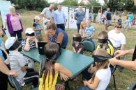 Під час інклюзивного марафону на Старому місті діти вгадували звуки із закритими очима