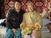 Працівники Терцентру привітали літніх людей з Маковеєм та передали їм гостинці
