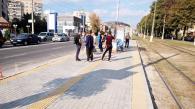 У Вінниці тактильною плиткою вимощують зупинки вже по вул.Пирогова
