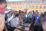 В Калинівці поліцейські разом із рятувальниками провели для малечі виставку зброї, спецзасобів та спецмашин