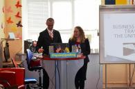 Віце-консул США у Вінниці розповідала про тимчасове працевлаштування та проблеми візового шахрайства