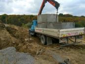 На Тиврівському шосе викопуючи яму загинула людина - чоловіка засипало землею