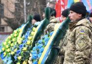 Фоторепортаж з покладання квітів з нагоди Дня Гідності та Свободи