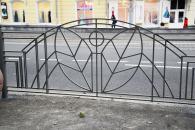 Вже наступного тижня на площі Гагаріна з боку парку буде нове огородження