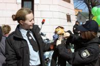 У центрі Вінниці більше півсотні поліцейських влаштували флешмоб, аби нагадати вінничанам правила дорожнього руху