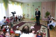 """Вінницькі фіскали завітали до діток із """"Малятка"""" з Великодніми подарунками"""