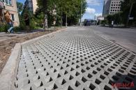 """По вулиці 600-річчя облаштовують """"зелені парковки"""""""