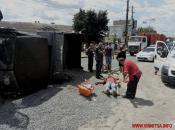 У Вінниці через ДТП перевернулась вантажівка зі щебенем
