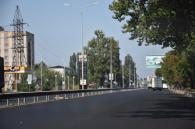 На виїзді з міста по Немирівському шосе капітально асфальтують дорогу
