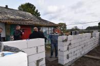 За тиждень ремонтні бригади з Вінниці відремонтували у Медвідці понад двадцять будинків, школу та інші заклади