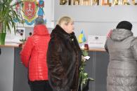 У холі міської ради всіх жінок вітали з 8 Березня