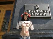 Жіночий рух FEMEN узявся за Мєдвєдєва (фото)
