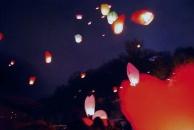 На вихідних на вишенському озері запускали небесні ліхтарики