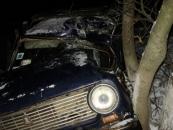 На Вінниччині двоє сп'янілих чоловіків розбили викрадений автомобіль