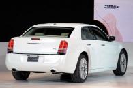 ����� Chrysler 300C ������������� � �������