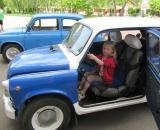 У Міжнародний день сім'ї діти бавились на броньованій розвідувально-дозорній машині