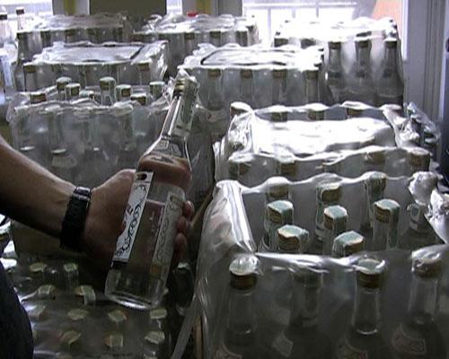 Вінничанин перетворив власний гараж на склад нелегальної горілки