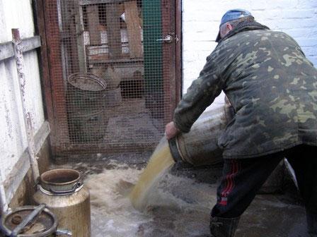 Півтори тонни самогонної закваски вилучено у жителя м. Погребище
