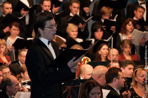 Соліст, вихованець вінницького музичного училища та випускник Одеської музичної академії Іван Газінський