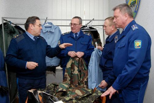 Військових льотчиків переодягатимуть