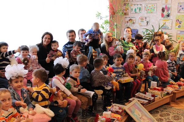 Украинские волонтеры помогают детям